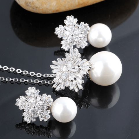 Noble and elegant snowflake pearl set earrings necklace